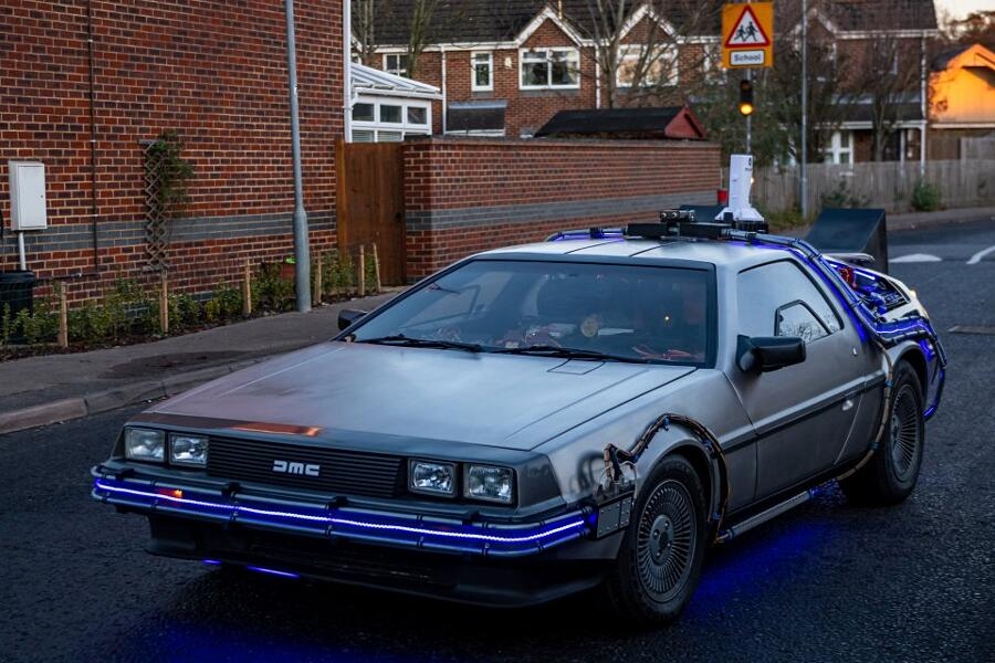 Trasforma Delorean in auto di Ritorno al Futuro James Napier