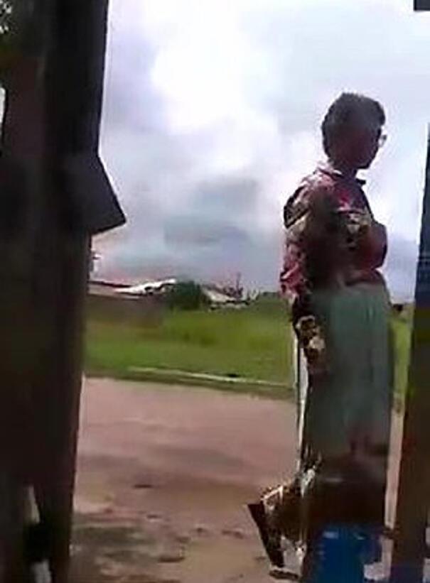 Uomo viene beccato travestito da sua madre per passare l'esame di guida al posto della donna