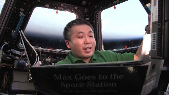 Astronauti leggono storie della buonanotte ai bambini sulla Terra dalla Stazione Spaziale Internazionale