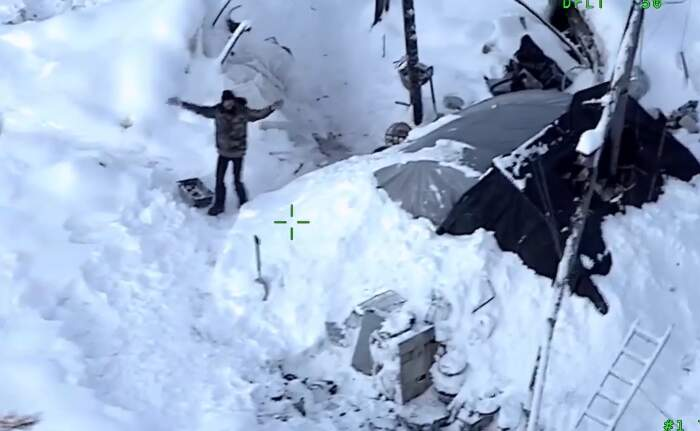 Uomo sopravvive 23 giorni al freddo polare in Alaska dopo che il suo rifugio si è incendiato, Tyson Steele