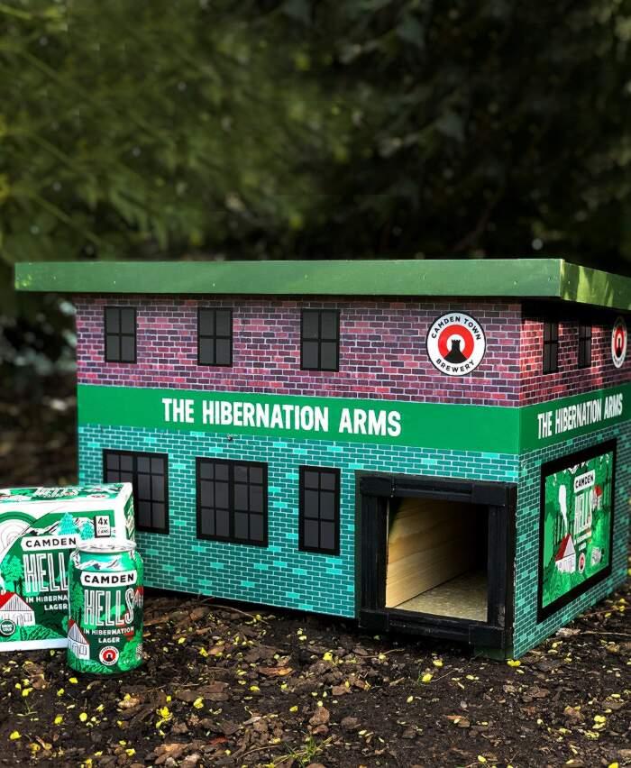 Birrificio a Londra crea dei pub in minatura per i ricci in letargo - Camden Town Brewery
