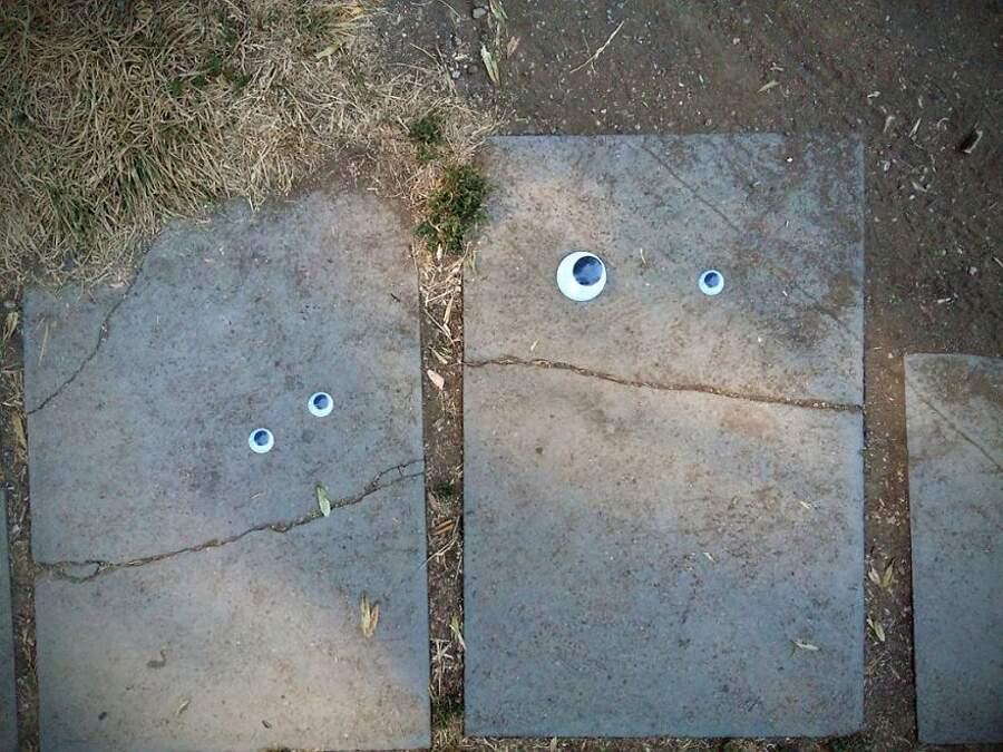 Street Art Eyebombing, occhi ad oggetti rotti in strada - Vanyu Krastev, Bulgaria