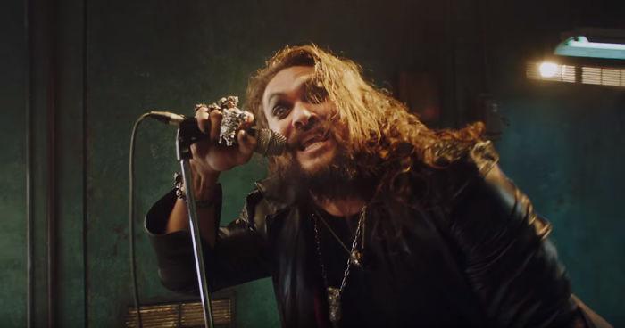 Ozzy Osbourne sceglie Jason Momoa per interpretarlo in un nuovo video musicale. Ecco il risultato