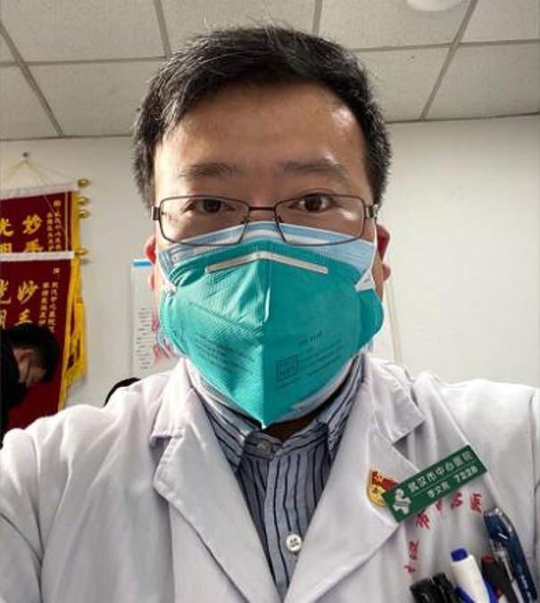 Un medico cinese aveva avvisato la gente a Wuhan del pericolo e fu censurato, ora ha il coronavirus - Li Wenliang