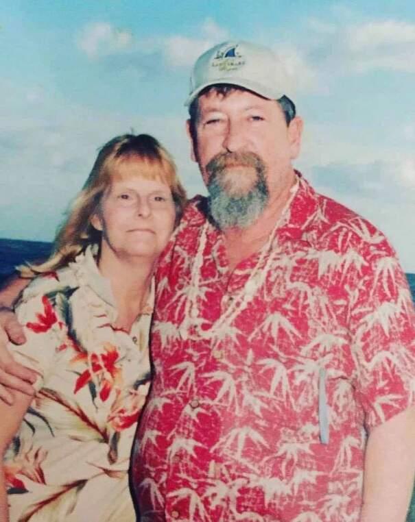 È morto 8 anni fa, ma ogni anno fa ancora avere alla moglie fiori per San Valentino