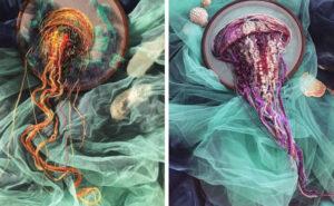 """Artista ricama delle meduse che """"prendono vita"""" ed escono dal telaio"""