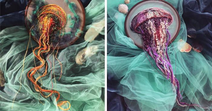 Artista ricama delle meduse che