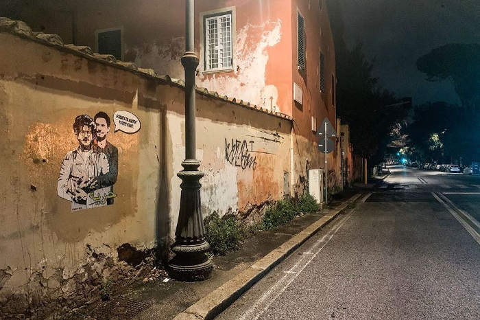 Giulio Regeni abbraccia Patrick Zaky nella street art di Laika
