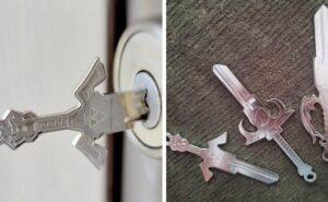 Azienda crea chiavi a forma di spade e ti sembrerà di aprire una porta di un film fantasy