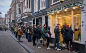 Coronavirus, code per acquistare cannabis ai coffee shop prima del blocco totale in Olanda