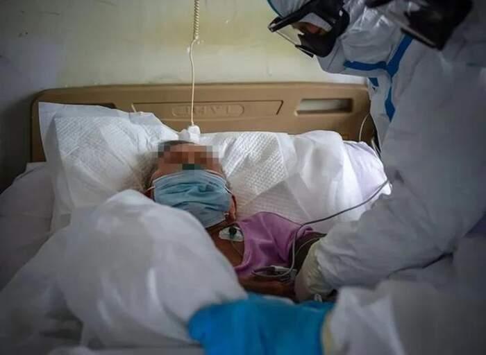 Donna cinese di 103 anni guarisce dal coronavirus dopo 6 giorni di cure