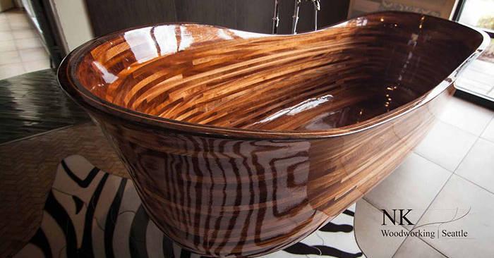 Artigiano crea meravigliose vasche da bagno in legno usando la tecnologia navale