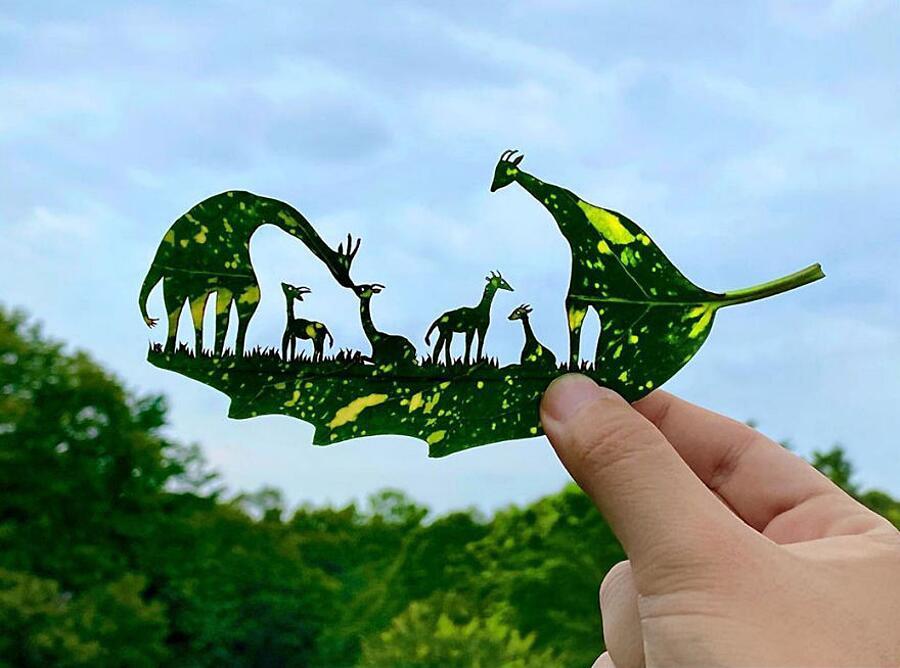Artista crea scene intricate ritagliando foglie (30 foto)